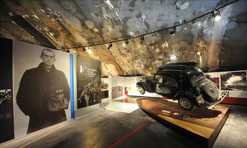 Audomarois, Wizernes, une voiture noir exposé à la coupole